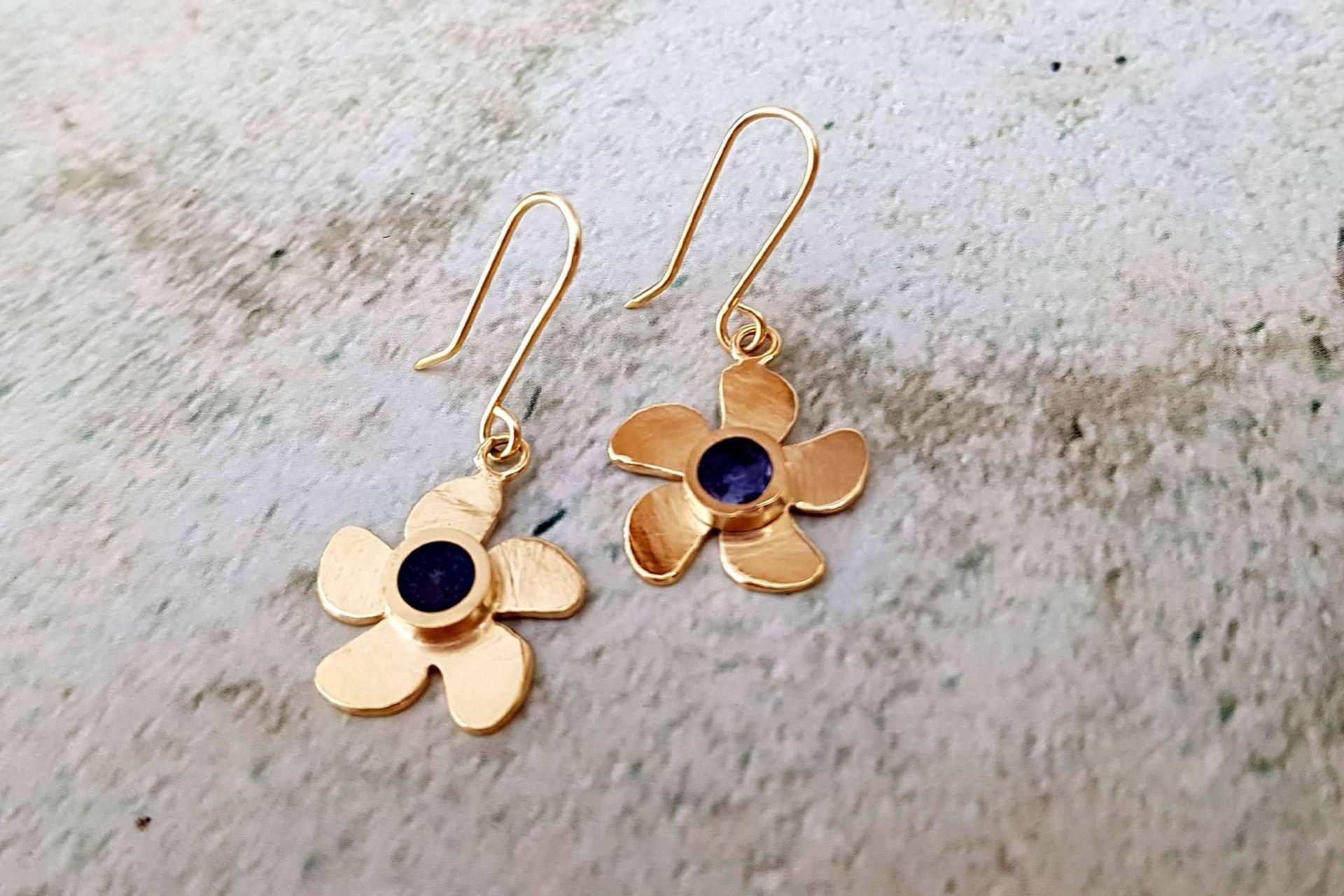 עגילי פרח ועיגול צבע
