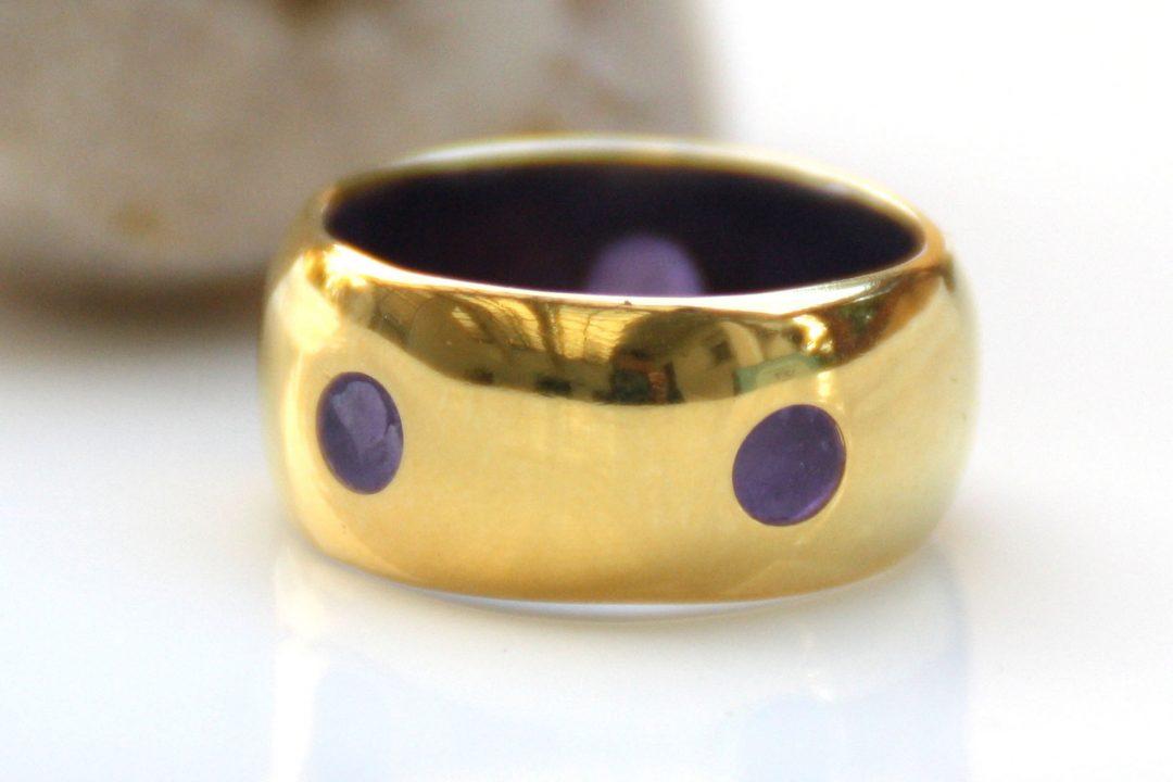 טבעת בומביי עם עיגולים סגולים