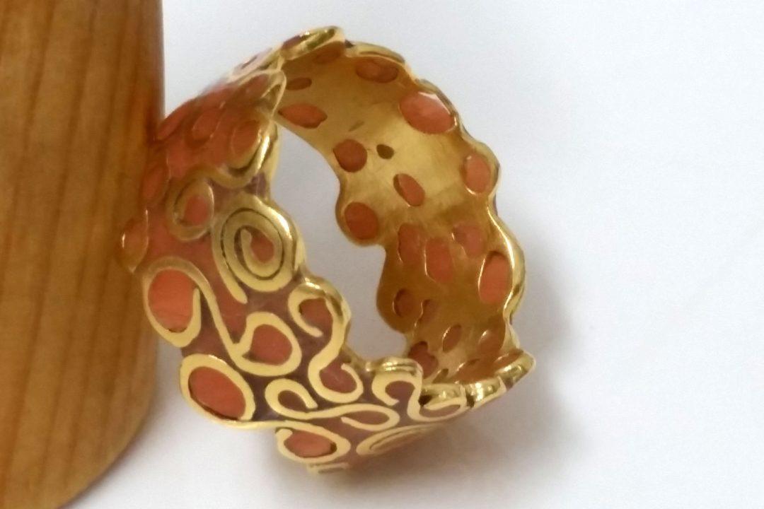 טבעת תחרה וצבע