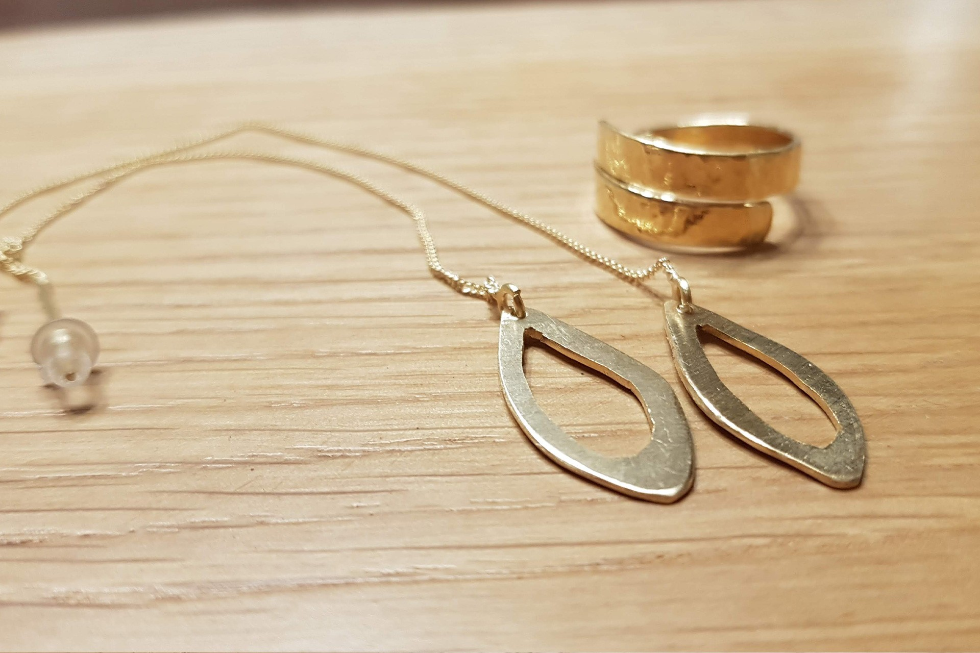 עגילים וטבעת בסדנא